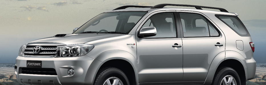 toyota-fortuner-silver-side-view